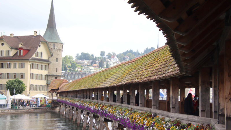 """""""Must-see"""" Lucerne: the Chapel Bridge - emblem of the city - and its Water Tower"""